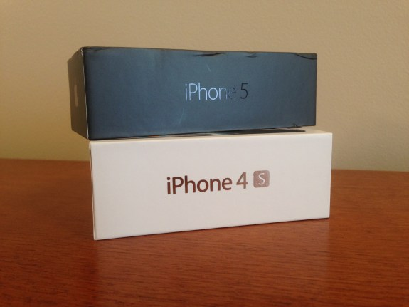 "Note the solid box around the ""S"" on the iPhone 4S box."