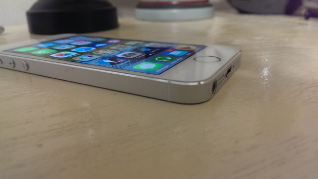 Apple iPhone 5s vs. Nokia Lumia 925 What To Buy (10)