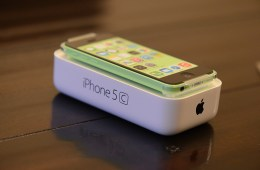 8GB iPhone 5c now available