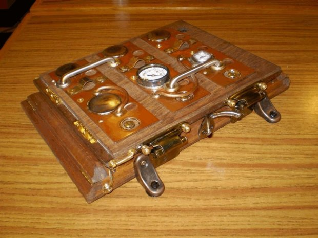 icog steampunk case outside