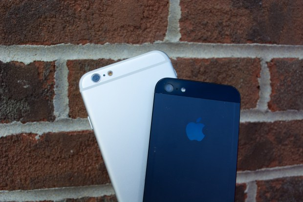 iOS 8 and iPhone 6 release date rumors are linked, but not this tight.