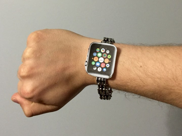 What left hand users need to know about the Apple Watch and wearing the Apple Watch on the right wrist.