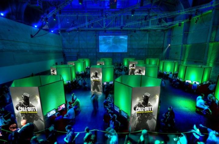 Play Call of Duty: Infinite Warfare, Modern Warfare Remastered and Black Ops 3 DLC 4.