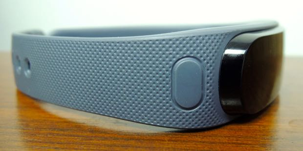 Huawei Talkband B1 button to detach headset