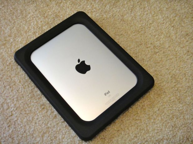 Users are split on iOS 8.1 iPad 2 performance.