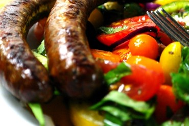 Merguez mit buntem Tomatensalat |GourmetGuerilla.de