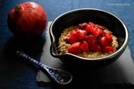 Haelnuss-Porridge mit Apfel-Cranberry-Kompott #rezept #gourmetguerilla