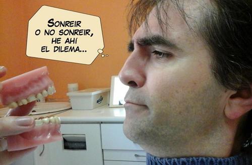 Agustín Ferrer, dibujante de  el cómic CAZADOR DE SONRISAS en el dentista
