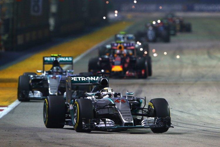 Lewis-Hamilton-F1-Grand-Prix-Singapore-R