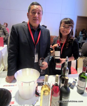 GM Rong Jian and wine makers Zhang Jing of Helan Qing Xue.