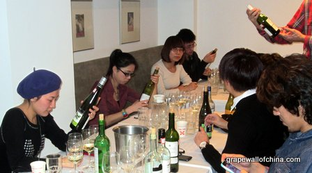 After the blind tasting, the judges checked the bottles, and especially their favorites.