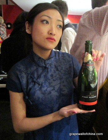 riemy borres wan of redstar with chapel down english sparkling wine at switch new year eve party beijing china (1)
