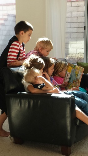 kids reading WEB