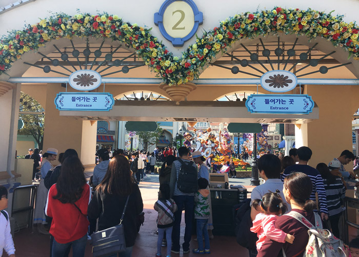 Ticketing area at Everland