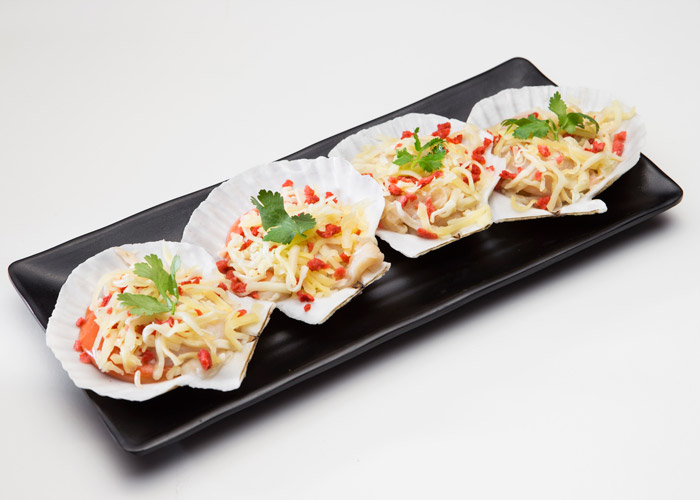 Scallop with cheese and bacon