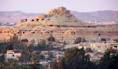 Mountain_of_the_Dead_Siwa