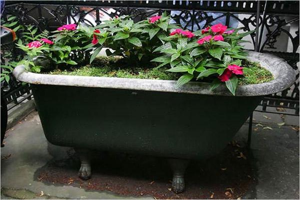 Bath tubs