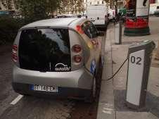 autolib-electric-car-charging