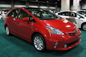 1 Toyota Prius V 300x200 Toyota Announces Prius Price Cuts by December 3