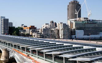 Blackfriars-Bridge---view-of-solar-panels-725