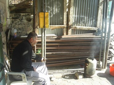 Turning Back The Clock With A DYI Bread Oven Helps Gazans Cook In Difficult Times