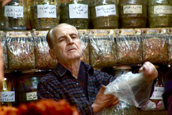 plastic bags syria damascus market spice phot0