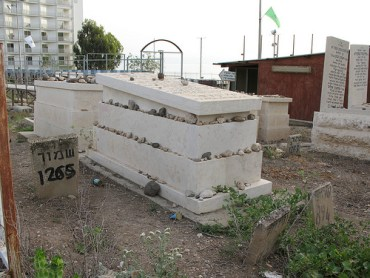 Innovative Israeli Burials Save Land Resources