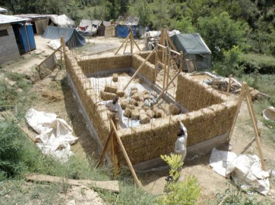 pakistan earthquake straw house