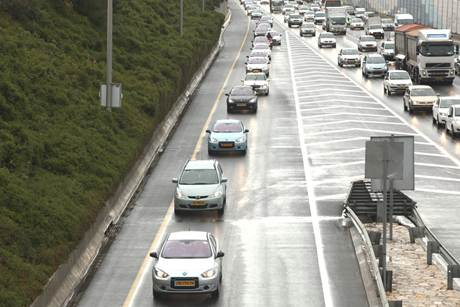 Better Place Puts 100 Electric Cars on Israeli Roads