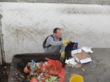 Dumpster Diving for Hotel Food in Eilat, Israel