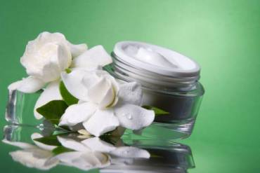 Moisturize Your Skin With Hand-Made Herbal Cream