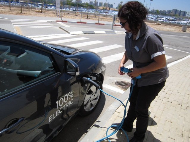 Green Prophet Test Drives Better Place Electric Car