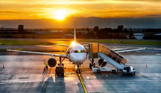 airplane sunset biofuel qatar airways