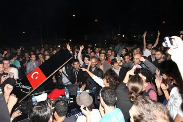 Taksim Square: Turkish Authorities Seize German Musician's Piano