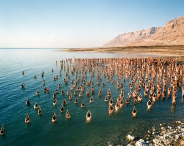 Naked mob photographer Spencer Tunick returns to the Dead Sea