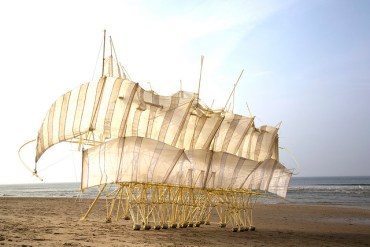 Strandbeest: beach-blown plastics that have a life of their own