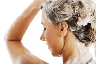 "5 reasons to go ""no poo"" and ditch shampoo"