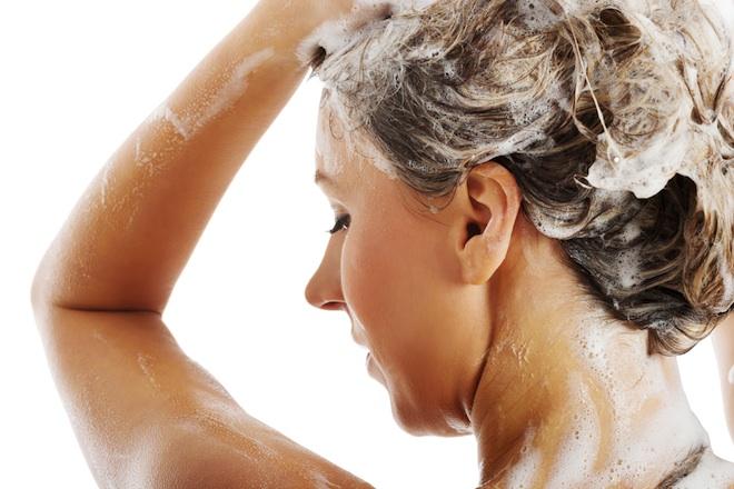 no poo, shampoo, alternative to shampoo, 5 reasons to ditch shampoo, parabens, plastic pollution, baking soda and vinegar shampoo, natural beauty products, health, lifestyle