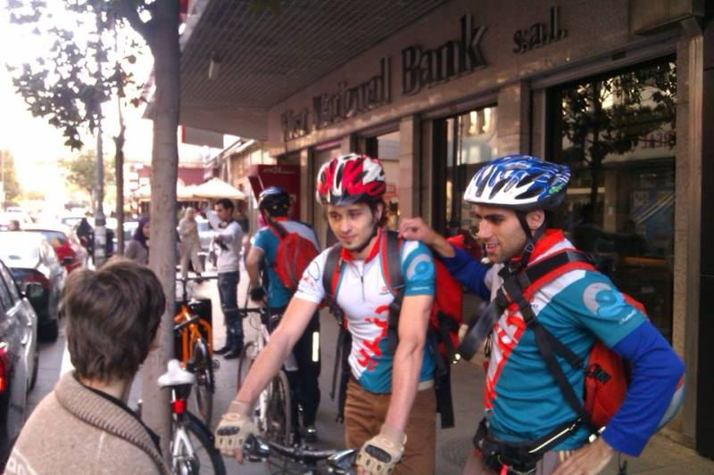 Beirut bike messengers deliver groceries and parcels by cycling