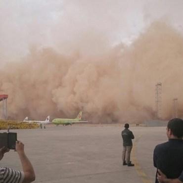 Massive sandstorm swallows Amman's airport!