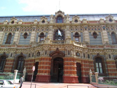 Side Entrance, El Palacio de Aguas Corrientes