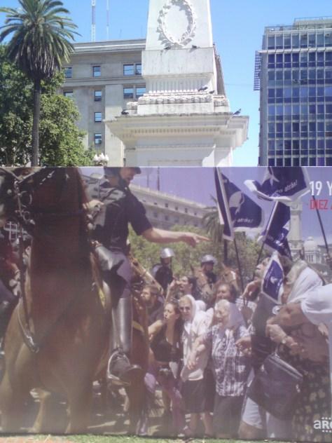 Police confronting Las Madres de la Plaza de Mayo
