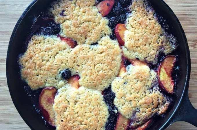 skillet peach blackberry cobbler