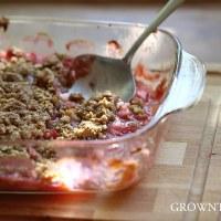 Rhubarb walnut crumble
