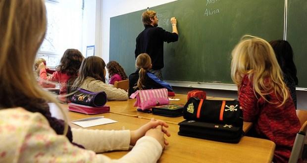 ucenici-skola-ucitelj