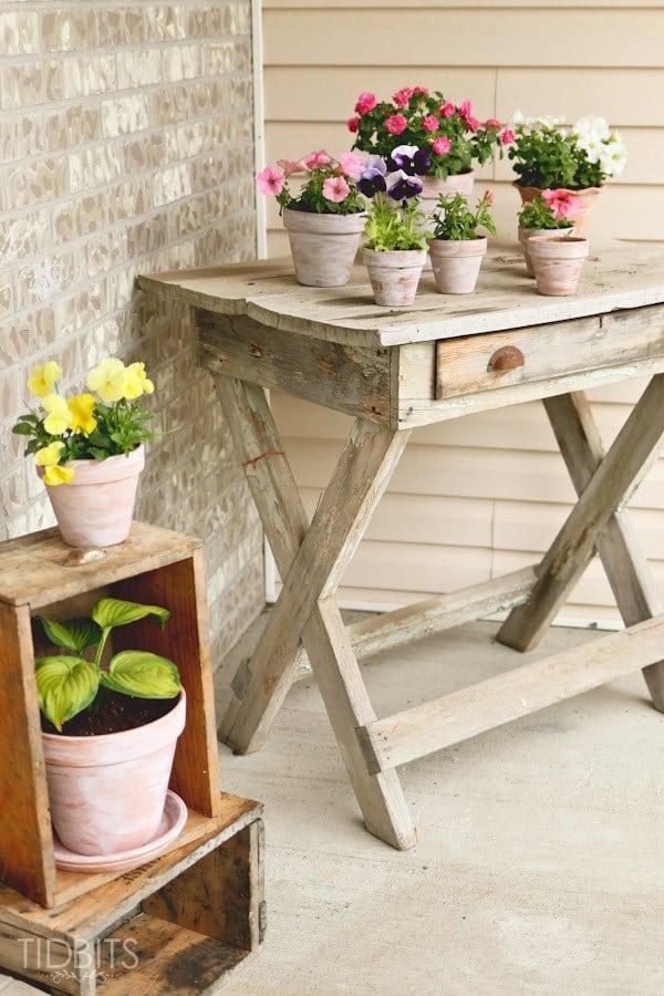 Come verniciare con stile i vecchi vasi di terracotta