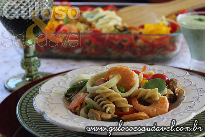 Receita de Salada de Fusilli com Frutos do Mar