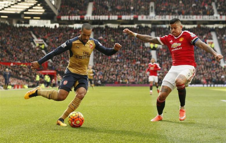 An extremely rare picture of Theo Walcott about to touch the ball...