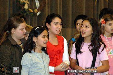 Drei Schülerinnen türkischer Abstammung sangen ein Volkslied in ihrer Muttersprache
