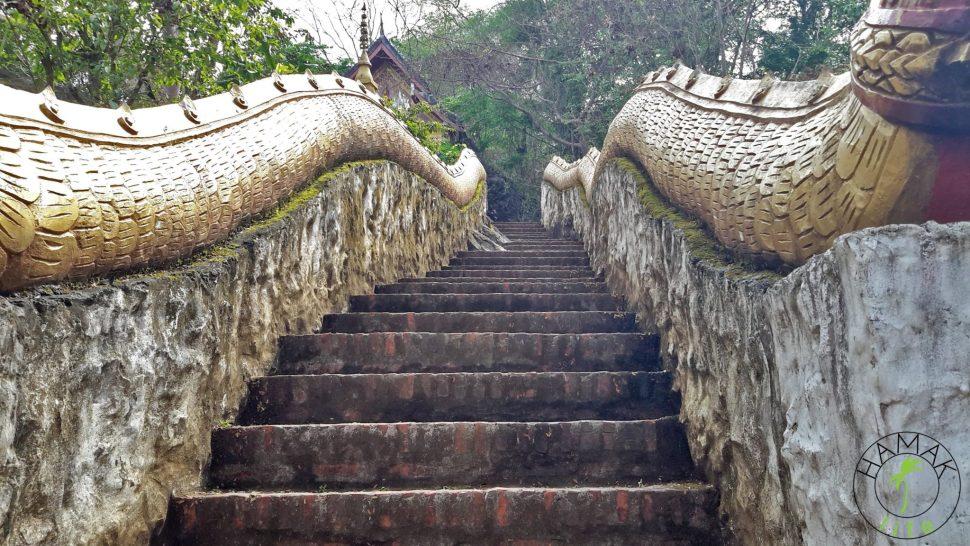 Złoty Trójkąt, opium, schody świątynne w Luang Prabang